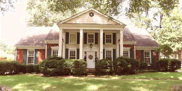 7620 BLACKBERRY FARM ROAD GERMANTOWN, TN, COLONIAL HOUSE WITH COLUMNS