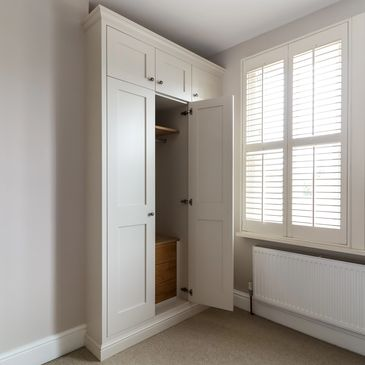 Alcove Shaker wardrobes with oak drawers. Spray finished in Farrow and Ball 'skimming stone'