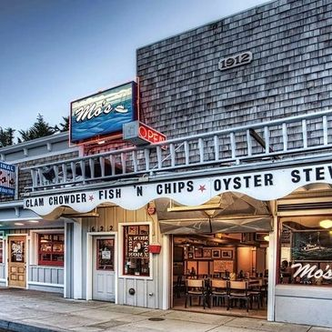Newport, Oregon's Mo's Chowder has been serving guests since 1946.