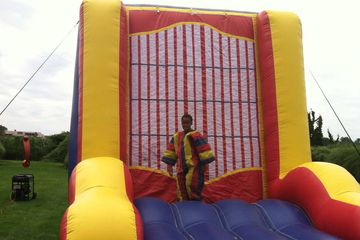 Inflatable Velcro Wall with velcro suit