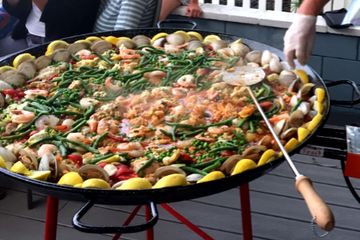 Paella catering San Diego, clambakecatering.com, Clambakes San Diego, shrimp boils San Diego, paella