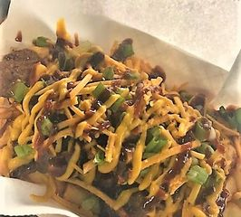 Seasoned fries topped with BBQ brisket, BBQ sauce, green onions, jalapenos, and cheeze sauce