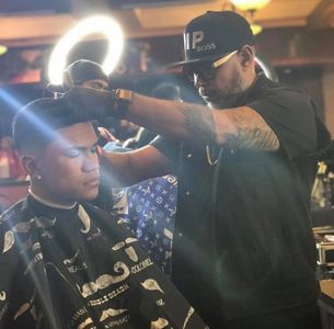 Master barber doing the perfect fade @ Tampa Barber Expo.