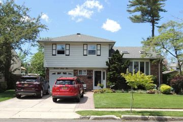 1362 Blue Spruce Ln, Wantagh