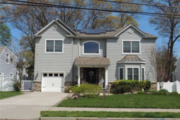 3663 Smith St, Wantagh