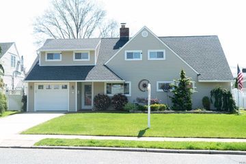 60 N Twin Ln, Wantagh