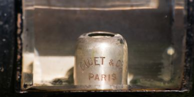 Candle cap of the Guiet of Paris candle lamp.