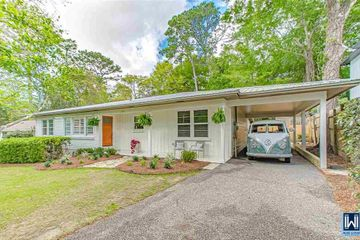 209 Orange Avenue located in Fairhoope Alabama listed by Kiel Rubio of Wise Living.