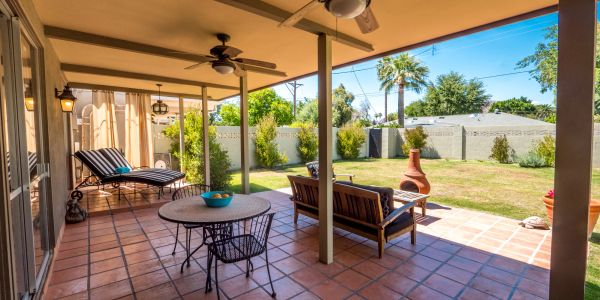 Perfect covered patio with large yard in Downtown Scottsdale!
