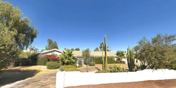 Custom built 4 Bed/3 Bath home with views of Camelback Mountain in Paradise Valley!