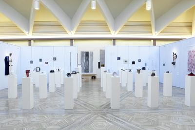Pedestals and walls of cardboard in an art gallery.