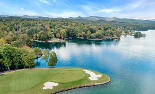 Drone photography on lake keowee. Professional real estate photography in Greenville, SC. HDR photog