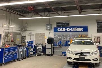 This is the state-of-the-art 'car-o-liner' 3-dimensional measuring system and bench rack that we use to fix our customers' vehicles with precision.