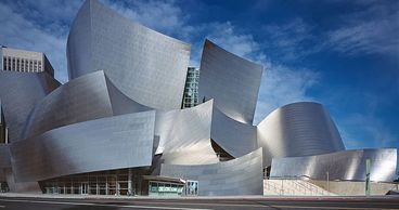 Walt Disney Concert Hall, a unique design that can't miss during sightseeing tours in Los Angeles