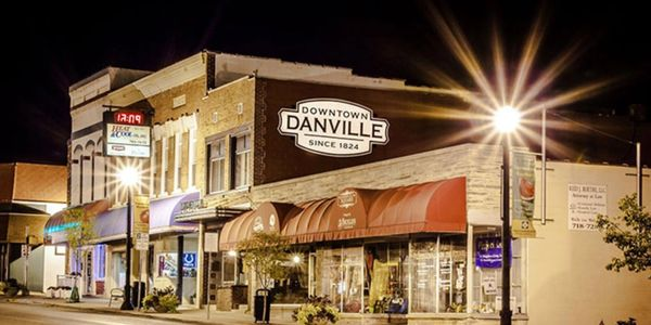 Photo of Danville town square in Hendricks county Indiana. A automotive repair, tire and oil change.