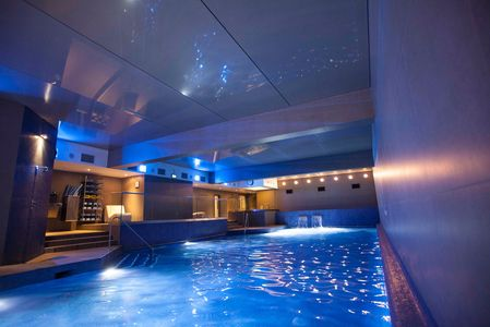Commercial pool and spa complex Nottinghill London. Blue Glass mosaic supplied by Trend group