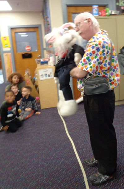 Steve Devitt and Razzle Rabbit at Kidstart