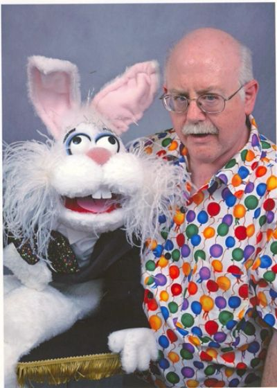 Steve Devitt performing with Razzle Rabbit
