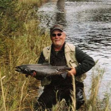 DALE BAUER WITH CAINS RIVER FALL SALMON