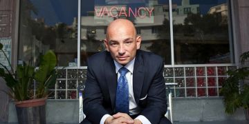 Anthony Melcchiorri of Hotel Impossible, Backs the Bed Phrame Lift