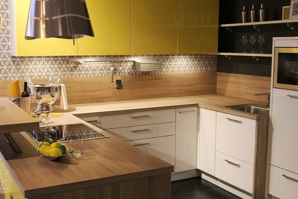A kitchen that receives serviced apartments cleaning in London