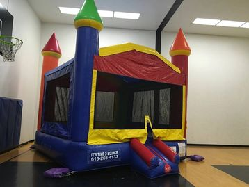 Castle Bounce house rental in Nashville tn from www.bouncehouserentalstn.com
