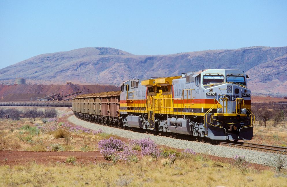 Automated train for transporting mineral resources