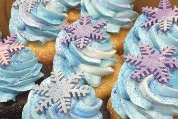 Winter Cupcakes with Snowflakes