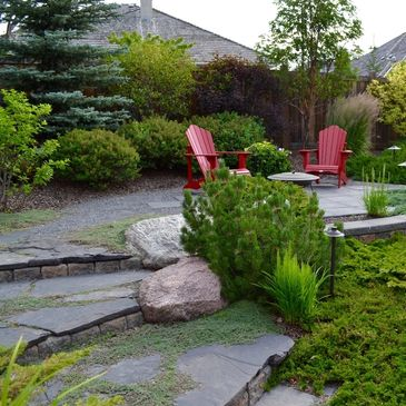 Private secluded backyard landscape design setting