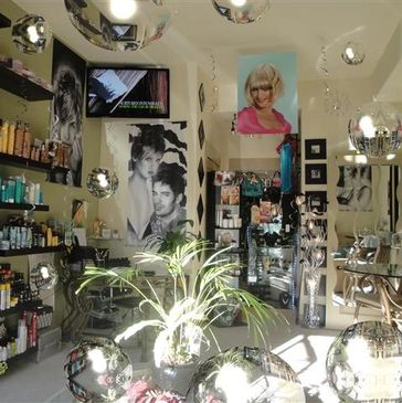 Professional Hair Salon & Spa In Santa Clarita, Valencia, CA. Provides Expert Hair Cuts, Hair Color