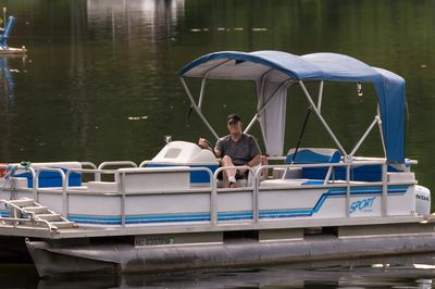 Thats me Ray, cruisin in the 22ft Pontoon.