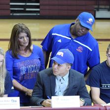 Pro Holmes Sports student Athlete signs College Scholarship to attend UT Arlington