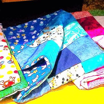 Handmade Baby Blankets, Quilts, Bonnets