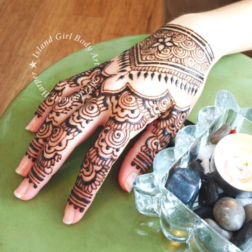 Henna body art should be safe, made with wholesome ingredients that delight the senses.