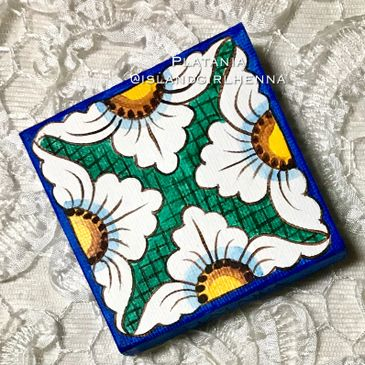 Maiolica style floral magnet. White, gold, verdigris and cobalt blue.Han painted.