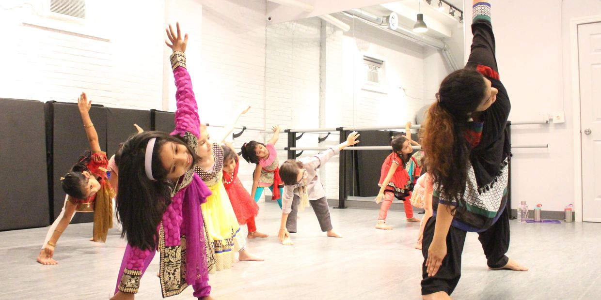 Training and exercises - Bharatanatyam class - Naatiya Samarpanam Academy of Dance
