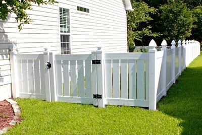 Vinyl fencing in College Station