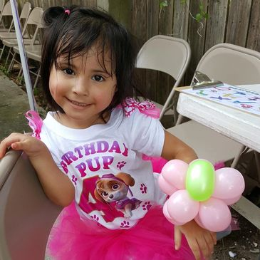Houston kids love face painting and balloon twisting in Houston with a clown. Hire kids party expert