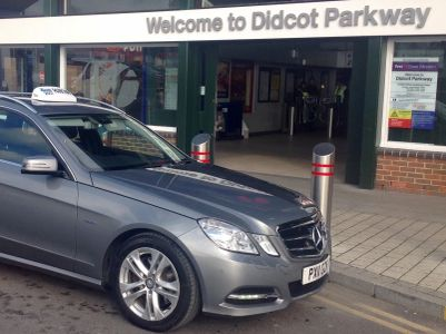 Taxi waiting at Didcot Parkway station