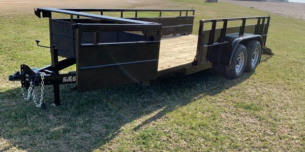 We have the experience needed to make a trailer that will meet  the needs of your livestock.