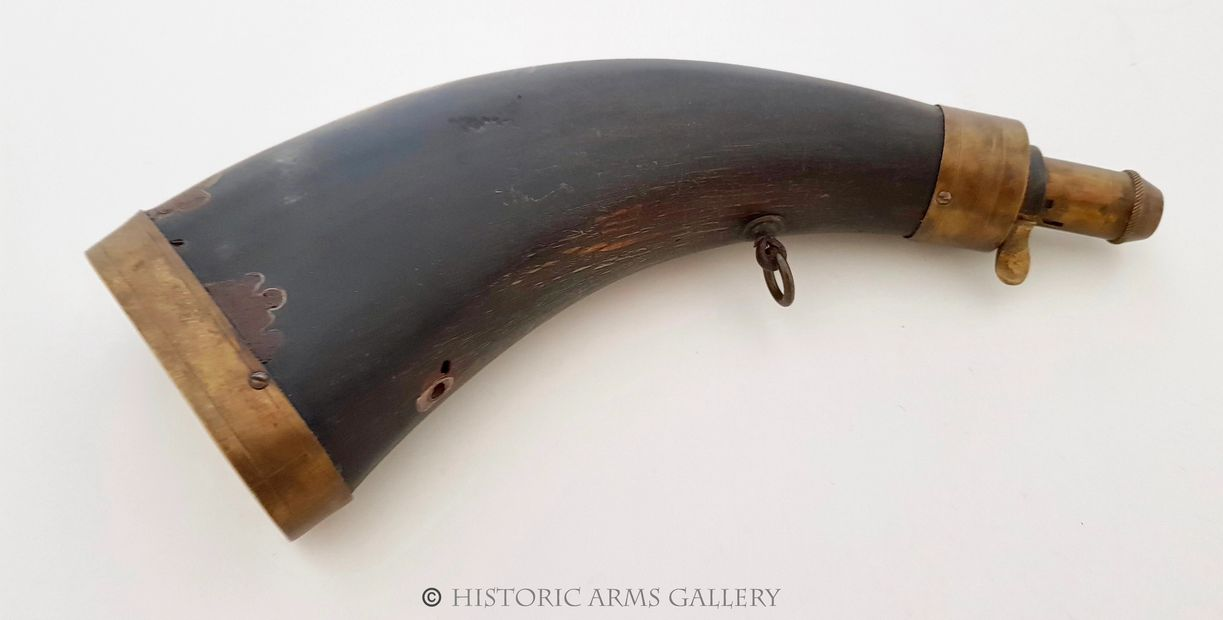 A GOOD 19th CENTURY COMPRESSED/FLAT COWHORN POWDER HORN