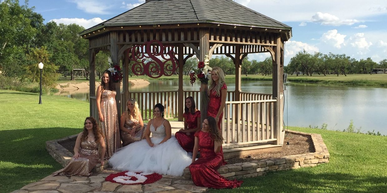 Bride & Bridesmaids at Cain's Cove  San Angelo Texas. Wedding Chapel, Wedding Venue, Banquet Hall