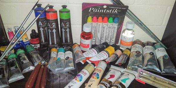 For the convenience of our Students, we stock a range of heavily discounted art supplies.
