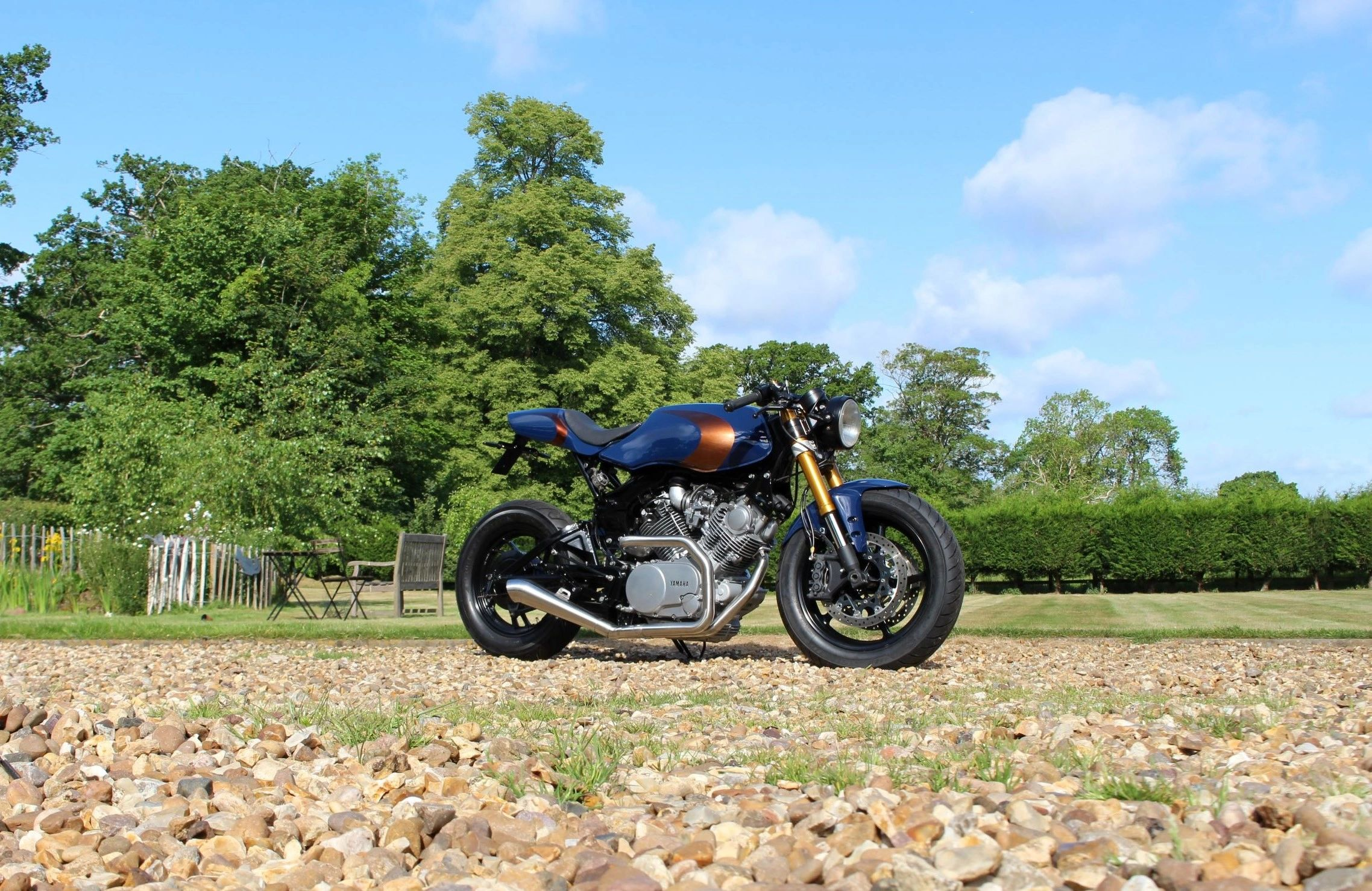 ASE Custom motorcycles Yamaha Virago XV920 Cafe racer West Midlands Coventry Blue and bronze exhaust