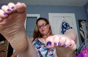 Tailz showing you her purple toes and wrinkled sole.