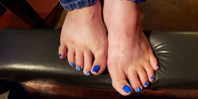 The bright blue toes and US sized 8 1/2 feet of Mirage from Amarillo.