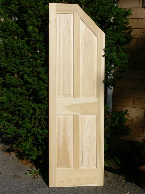 Clipped corner raised panel door