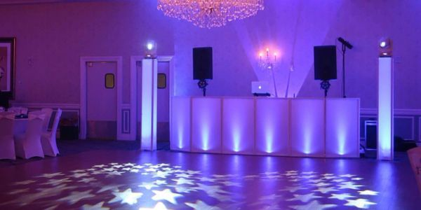 Check out our Star Package with uplighting and intelligent lighting setup for a beautiful wedding