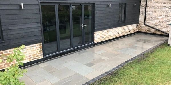 Bradstone Natural Indian Sandstone in silver grey colour with woburn blocks to act as border.
