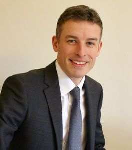 Mr James O. Smith FRCS Consultant Knee and Hip surgeon Dorset
